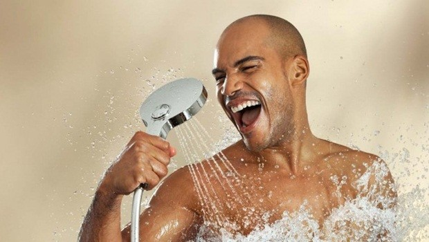 Should You Shower In The Morning Or Night? Here's What A Dermatologist Had To Say!